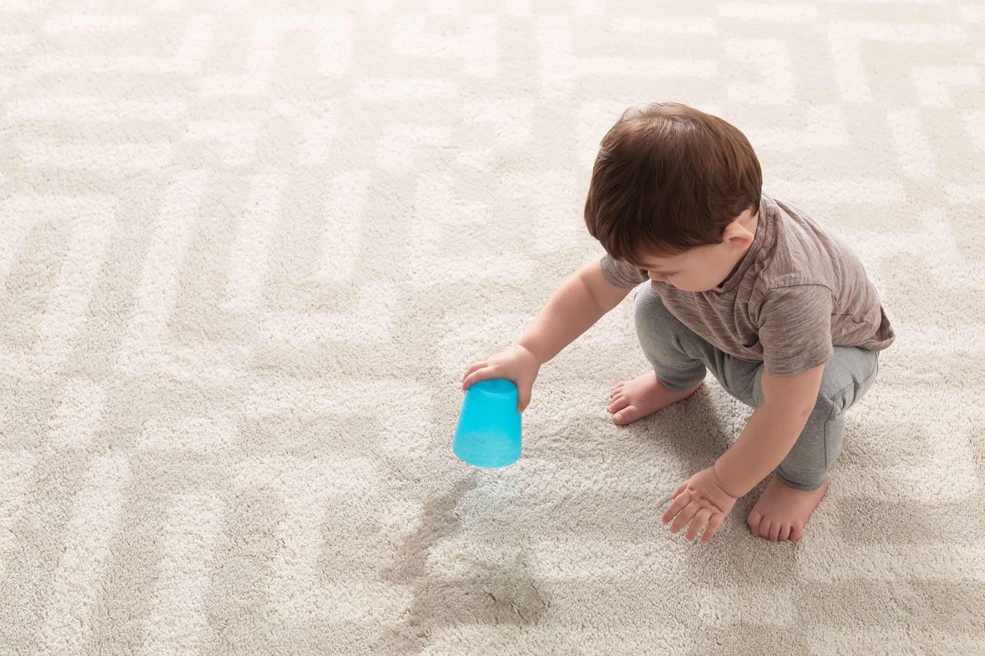 fjerne flekker fra teppet