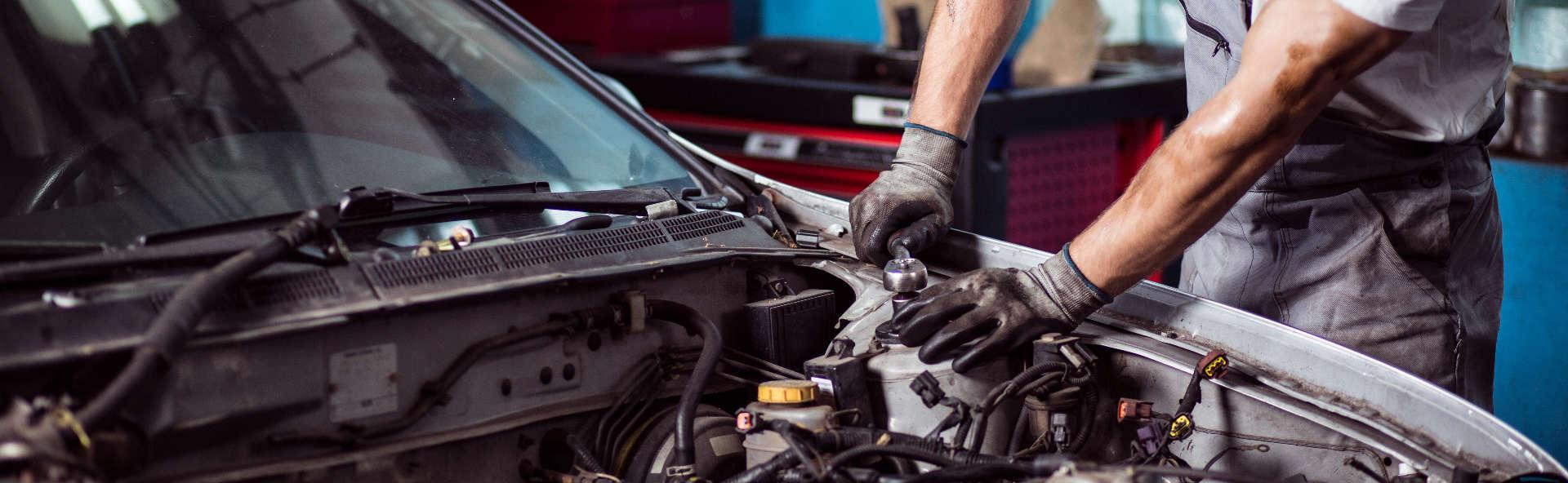 rengjøre en skitten motor